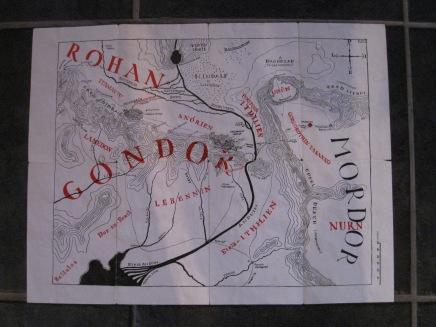 Aivan ihana, oikea fantasiakirjan kartta. Taitettava malli, joka sopii täydellisesti kirjanmerkiksikin.