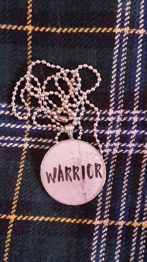 """Oma heräteostokseni ja matkamuistoni oli kaulakoru. Tässä kaksi vinkkiä projekti C:n sisällöistä: skottiruudut ja """"Warrior"""" :D :D"""