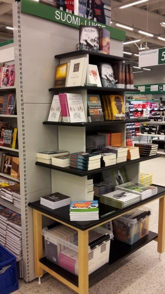 Suomi lukee -kirjatorni näyttää hyvältä.